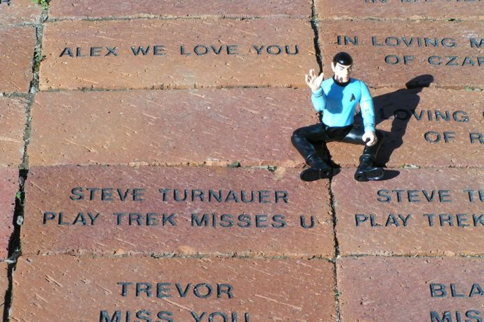 Spock pays tribute